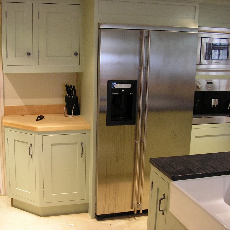 bespoke fitted kitchen maker in worcestershire
