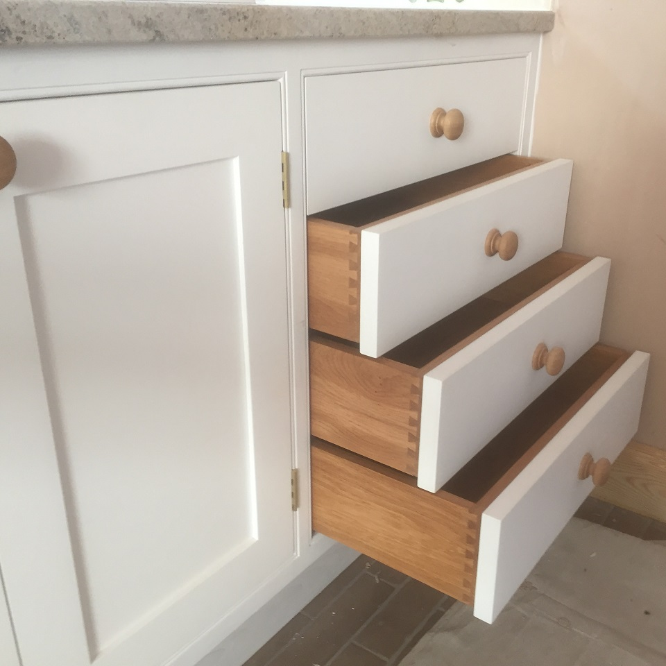 Kitchens built with dovetailed drawer boxes worcestershire
